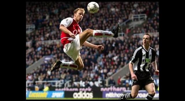 Arsenal'den Bergkamp'a büyük onur