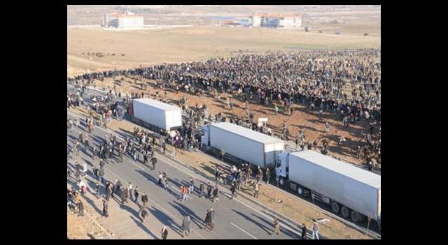 Sınır Hattındaki Bariyerler Yıkıldı
