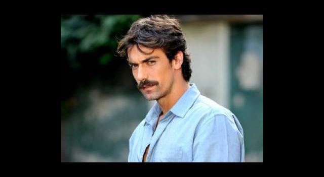 İbrahim Çelikkol Hollywood'da Aşka Geldi!