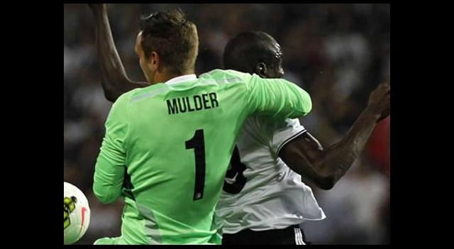 Demba Ba siftahı 3 golle yaptı