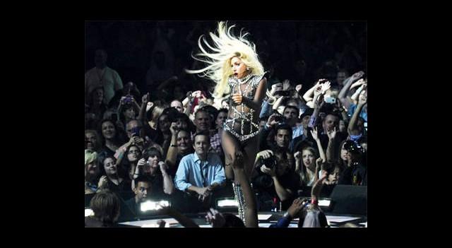 Lady Gaga Geliyor!