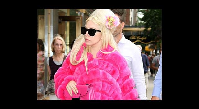 Lady Gaga Mevsimleri Karıştırdı!