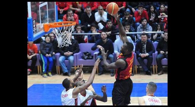 Galatasaray maçında kural hatası iddiası!
