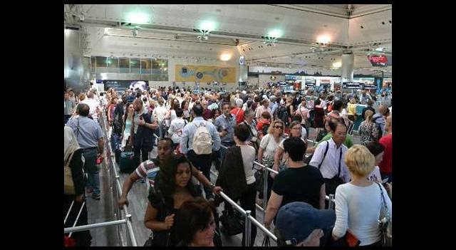 Havalimanında pasaport çilesi bitiyor