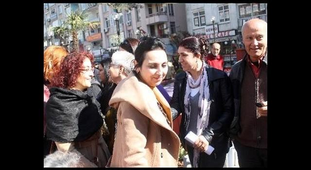 HDP'den Özgecan'ın ailesine taziye ziyareti