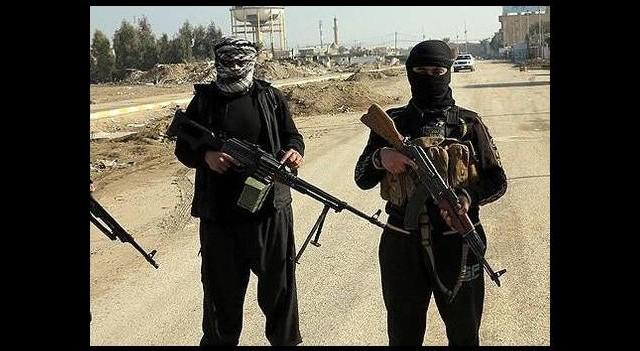 IŞİD 5 Iraklı askeri infaz etti
