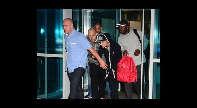 Justin Bieber'a Ağzının Payını Verdiler!