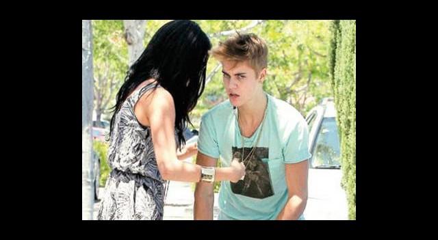Justin Bieber Paparazzilere Saldırdı!