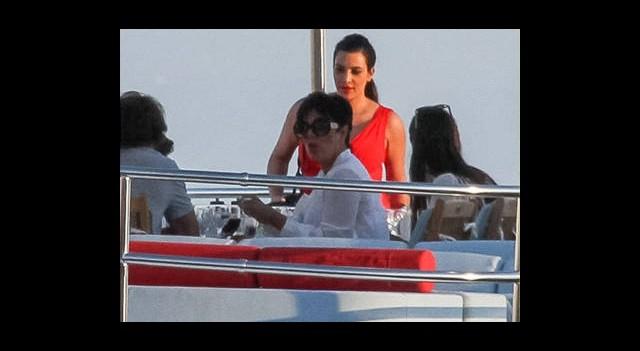 Kardashian Bir Teknede Bir Çekimde!