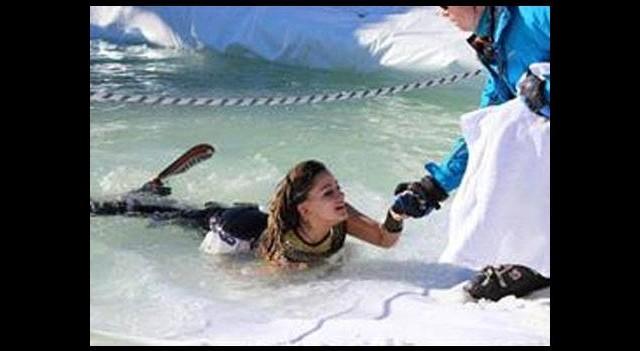 Uludağ'da buz gibi havuza atladılar
