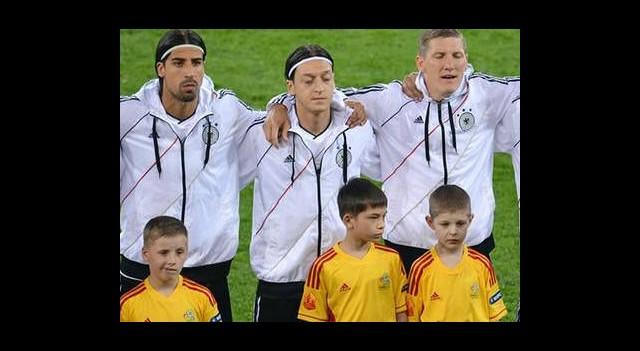 Mesut Özil'e Büyük Tepki!!