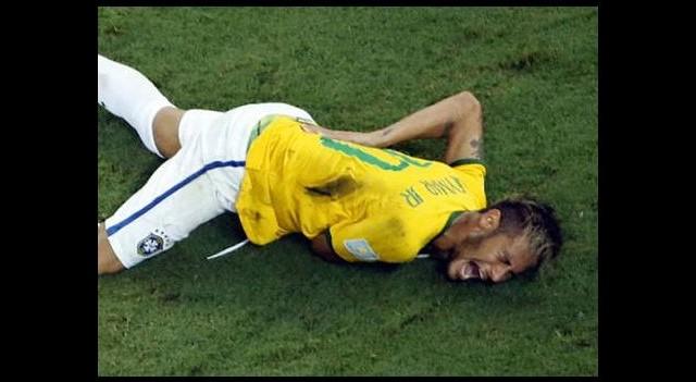 Brezilya Neymar'ı topa tuttu!