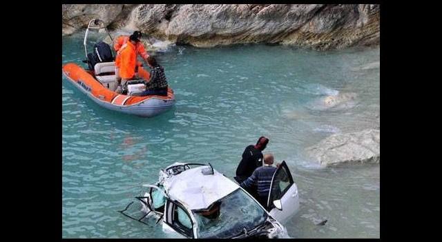 Otomobil denize uçtu...