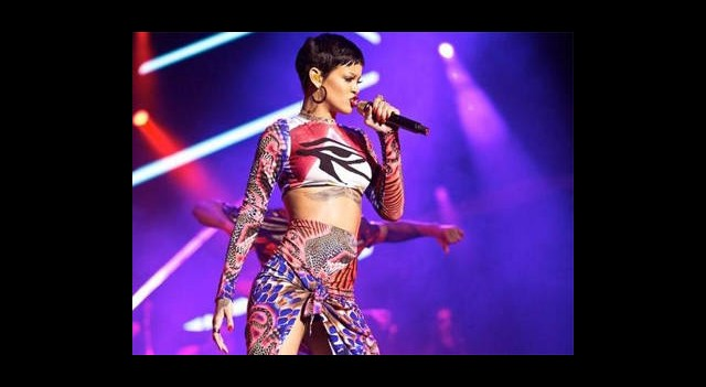 Rihanna Küplere Bindi!