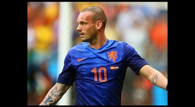 Sneijder, Van Gaal'i işaret etti