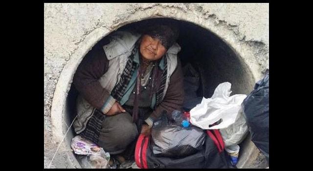 55 yaşındaki kadın su kanalına sığındı!
