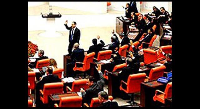Meclis'te 'Yurt' Kavgası!