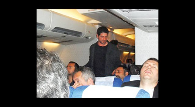 Cemal Hünal Uçakta Sigara İçmeye Kalkınca...