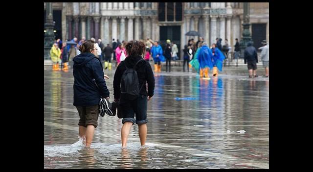 Venedik'te Aşk Kaçamağına Su Baskını