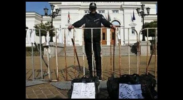 Yeni Yunan hükümeti icraatlara başladı