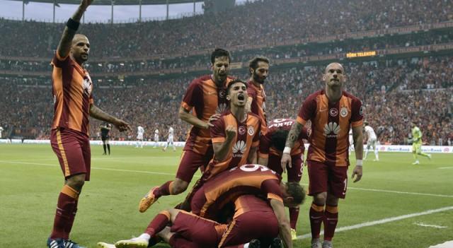 Galatasaray, 4. yıldızı yeni marşla kutluyor