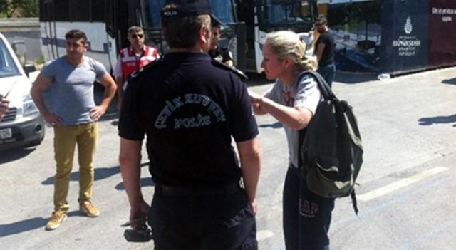 Yabancı kadınla polis arasında ilginç diyalog
