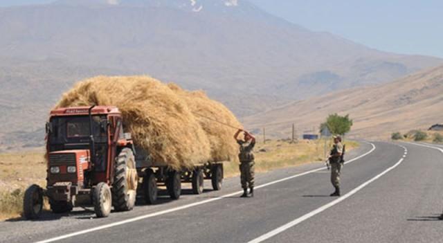 Asker traktörü şişle aradı