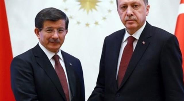 Başbakan Davutoğlu görevi iade etti