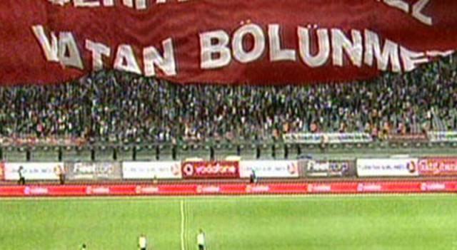 Beşiktaş taraftarı şehitleri unutmadı
