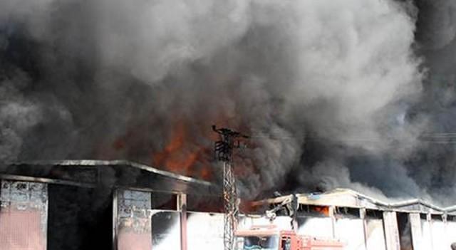 Plastik fabrikasında çıkan yangın büyük paniğe neden oldu