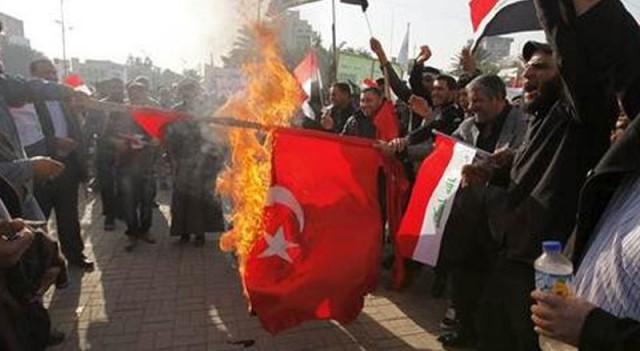 Irak'ta Türk bayrağı yaktılar!