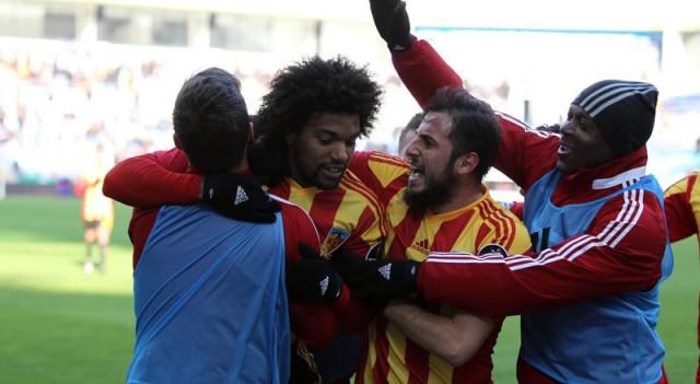 Kayserispor, Akhisar'ı devirdi! 5 gol, 2 penaltı, 1 kırmızı kart...