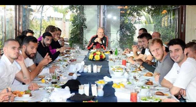 Futbolcular balıkları yedi, kılçığı yönetimin boğazına takıldı!