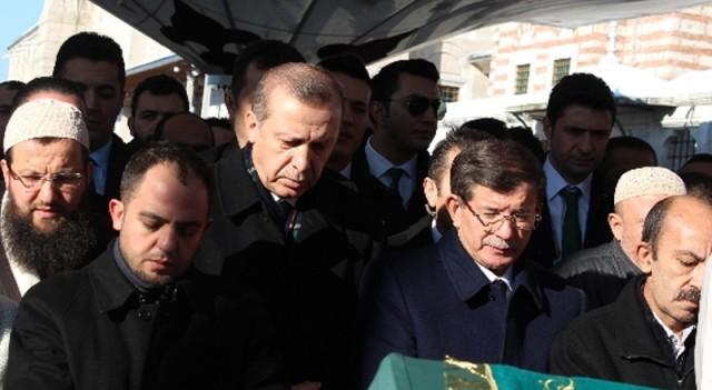 Tabutunu Davutoğlu ile Erdoğan taşıdı