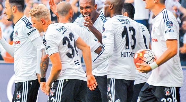 Atiba Hutchinson Beşiktaş yönetimine haber yolladı!