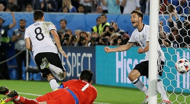 Almanya şeytanın bacağını kırdı