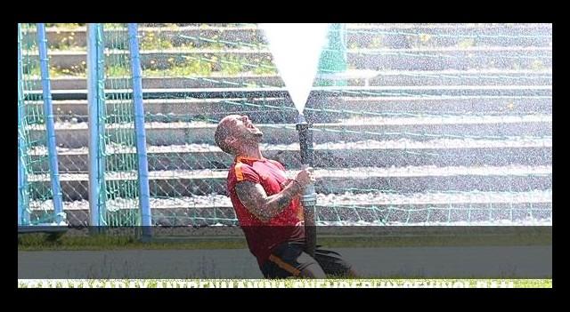 Galatasaray antrenmanına Sneijder'in sevinci damga vurdu