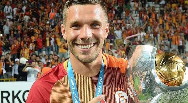 Podolski'den flaş karar!