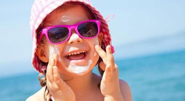 Uzmanlar uyardı: Çocukları 5 yaşına kadar güneşten uzak tutun!