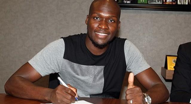 Fenerbahçe Moussa Sow ile imzaladı!
