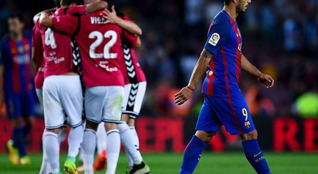 Barcelona Alaves'e yenildi