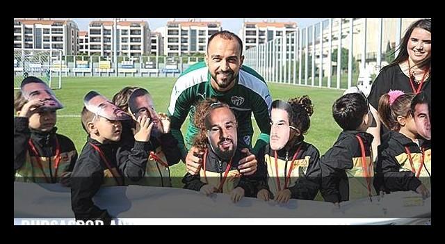 Bursaspor antrenmanında minik misafirler