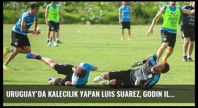 Uruguay'da Kalecilik Yapan Luis Suarez, Godin ile Sert Şekilde Çarpıştı