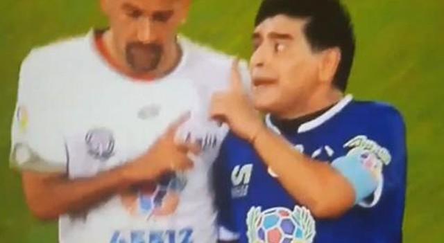 Maradona ile Veron dostluk maçında kavga etti!