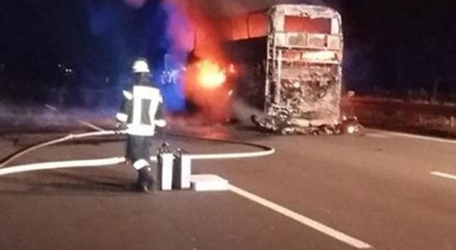 Taraftarları taşıyan otobüs yandı!