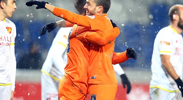 Lider Başakşehir kupada doludizgin! Tam 8 gol...