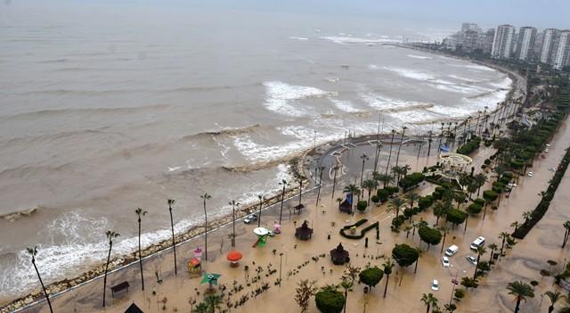 Mersin'i sel vurdu! İki kişi hayatını kaybetti