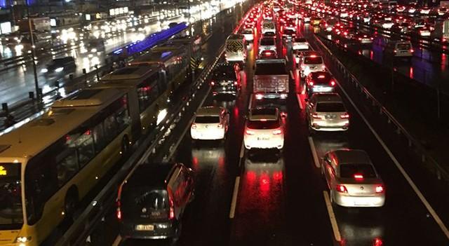 Yılbaşı akşamı bu yollar trafiğe kapalı!