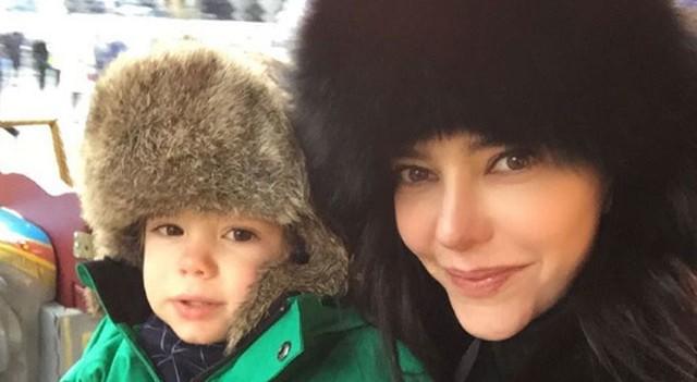 Hande Ataizi eşi ve oğluyla Moskova'da