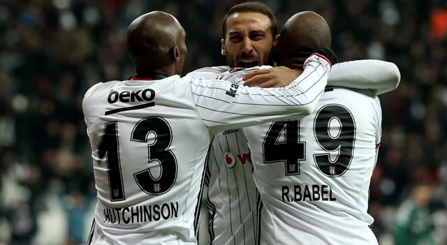 Beşiktaş gol oldu yağdı! Liderliği geri aldı